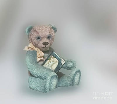 Photograph - Cupcake Figurine by Linda Phelps