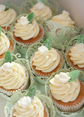 Photograph - Cupcakes by Helen Northcott
