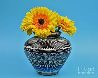 Daisies Displayed In Navajo Native American Vase Art Print