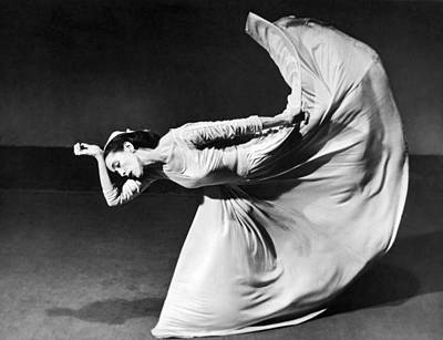 Indoors Photograph - Dancer Martha Graham by Underwood Archives