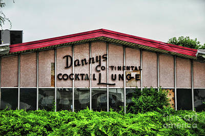 Photograph - Dannys Continental Cocktail Lounge by Paul Ward