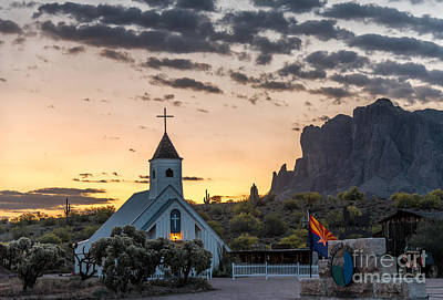Photograph - Dawn At The Superstitions by Leo Bounds