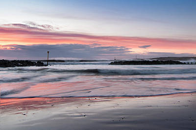 Photograph - Dawn Colours At Aberdeen Beach by Veli Bariskan