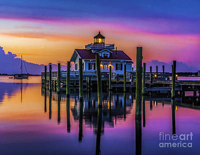 Daybreak At Manteo Lighthouse Art Print by Nick Zelinsky