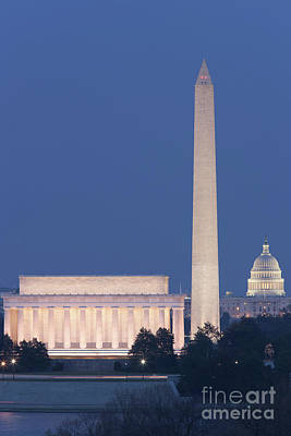Lincoln Memorial Photograph - Dc Landmarks At Twilight by Clarence Holmes