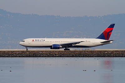 Delta Airlines Jet Airplane At San Francisco International Airport Sfo . 7d12111 Art Print