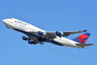 Photograph - Delta Boeing 747-451 N667us Phoenix Sky Harbor October 7 2017  by Brian Lockett
