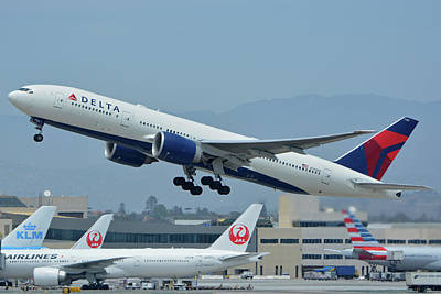 Print featuring the photograph Delta Boeing 777-232lr N703dn Los Angeles International Airport May 3 2016 by Brian Lockett