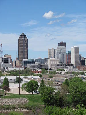 Des Moines From Macrae Park Art Print by Jerry Browning