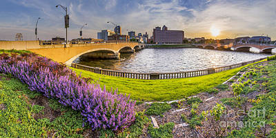 Des Moines From The River Art Print
