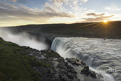 Dettifoss Photograph - Dettifoss Sunrise 2 by Ernesto Ruiz