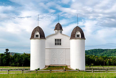 Photograph - D.H. Day Barn by Greg Russell