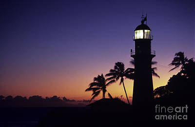 Photograph - Diamond Head Lighthouse by William Waterfall - Printscapes