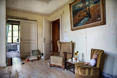 Abandoned House Photograph - Directors Living Room - Urban Exploration by Dirk Ercken