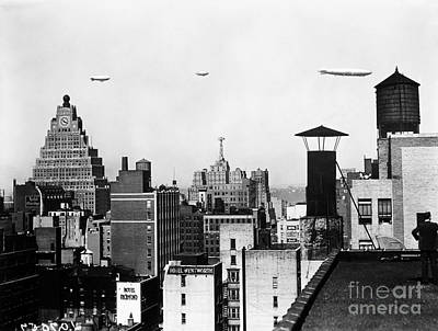 Photograph - Dirigibles, New York City by Granger