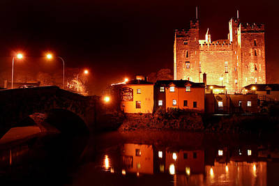 Dirty Nelly's Pub At Bunraty Castle Ireland Print by Pierre Leclerc Photography