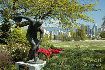 Photograph - Discus Thrower by Frank Townsley