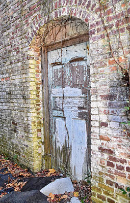 Photograph - Door To The Past by Linda Brown