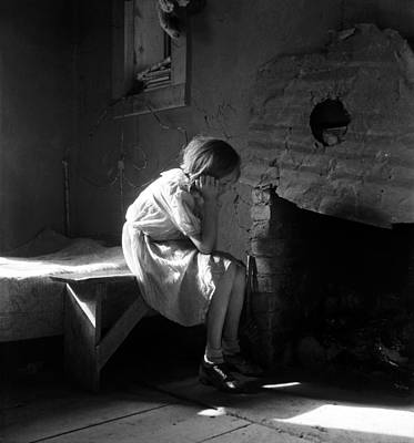 Photograph - Dorothea Lange - Resettled Farm Child, New Mexico 1935 by Dorothea Lange Presented by Joy of Life Art