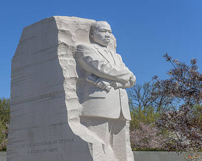 Photograph - Dr. Martin Luther King, Jr. Memorial At Cherry Blossom Time Ds0073 by Gerry Gantt