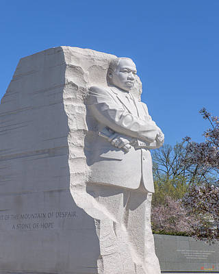 Photograph - Dr. Martin Luther King, Jr. Memorial At Cherry Blossom Time Ds0074 by Gerry Gantt