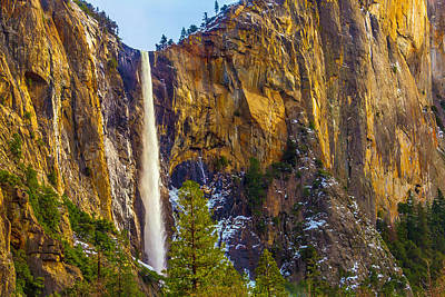 Photograph - Dramatic Bridalveil Fall by Garry Gay