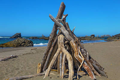 Driftwood Teepee Oregon Coast Print by Garry Gay