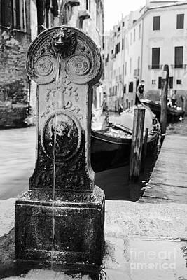 Drinking Fountain In An Alley In Venezia Art Print