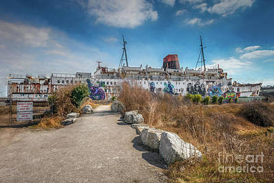 Photograph - Duke Of Lancaster Graffiti by Adrian Evans