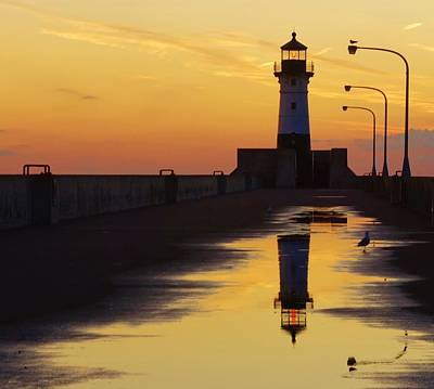 Duluth North Pier Lighthouse Art Print by Jan Swart