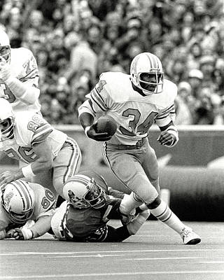 Photograph - Earl Campbell - Football Legend by Doc Braham