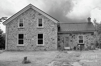 Photograph - East Garafraxa Farmhouse Pp by Nina Silver