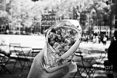 eating lamb gyro outdoors in bryant park at lunchtime New York City USA Art Print