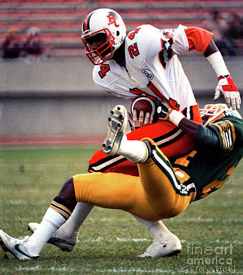 Photograph - Edmonton Eskimos Football - Darryl Hall 1985 by Terry Elniski