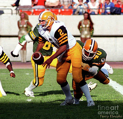 Tom Parker Photograph - Edmonton Eskimos Football - James Parker 1981 by Terry Elniski
