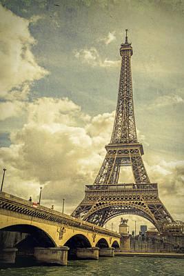 Eiffel Tower And Pont D'lena Vintage Art Print by Joan Carroll