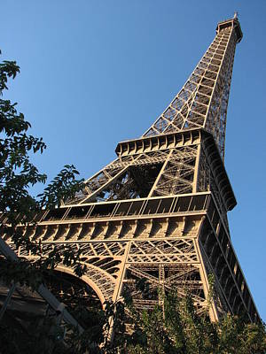 Photograph - Eiffel Tower Diagonal by T Guy Spencer