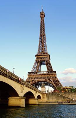 Photograph - Eiffel Tower by Gordon Beck
