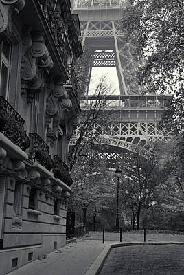 Eiffel Tower Art Print by Richard Goodrich