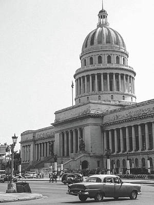Black And White Photograph - El Capitolio National Capitol Building In Havana Cuba by Roberto Federico