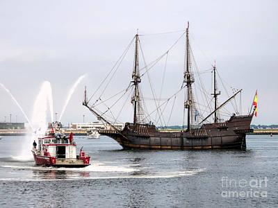 Photograph - El Galeon  by Janice Drew