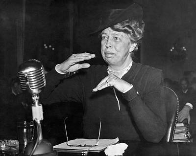 Eleanor Roosevelt At Hearing Art Print by Underwood Archives