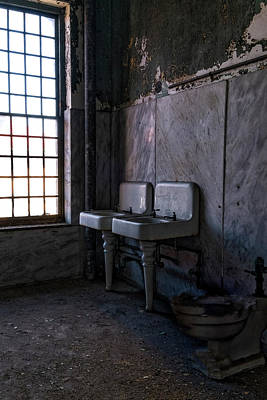 Photograph - Ellis Island Washroom by Tom Singleton