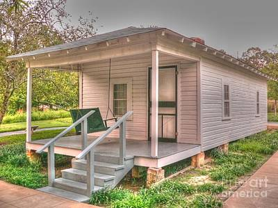 Photograph - Elvis' Birthplace by David Bearden