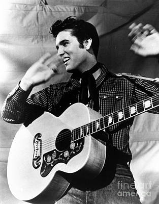 Gibson Guitar Drawing - Elvis Presley With His Gibson Guitar by Pd