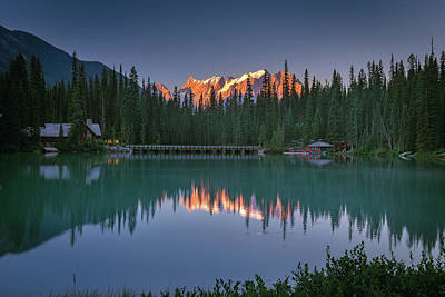 Photograph - Emerald Lake At Sunrise Hour by William Lee