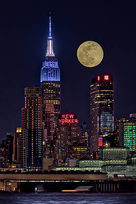 Photograph - Empire State Esb Super Moon Nyc by Susan Candelario
