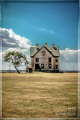 Photograph - Empty House - Fort Hancock by Colleen Kammerer