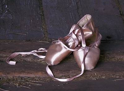 Ballet Dancers On The Stage Photograph - En Pointe by Barbara St Jean