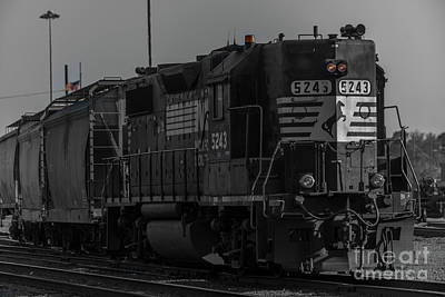 Photograph - Engine 5243 by Dale Powell